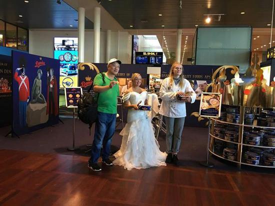 哥本哈根机场的皇冠曲奇陈列