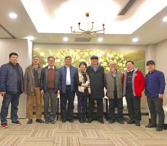 苗晓燕女士与中国民间艺术品收藏评估委员会部分委员合影留念