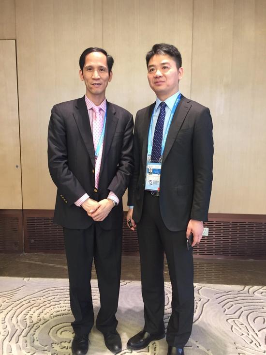 张幼标(左)与京东CEO刘强东(右)
