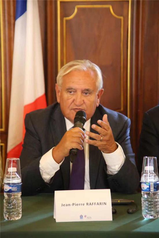 法国前总理现参议院副议长拉法兰参加并发表演讲