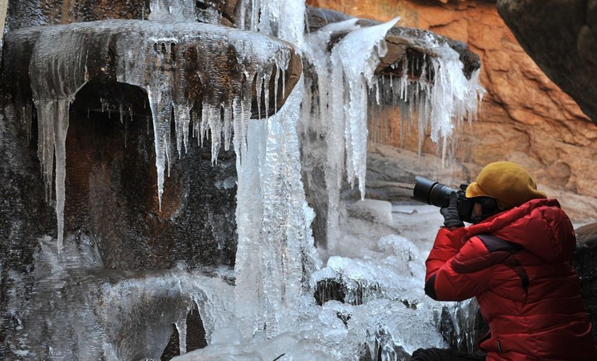 """北九水现""""冰挂垂帘""""景观"""