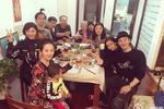 黄晓明携Baby与家人吃年夜饭 合拍全家福。