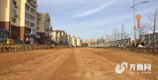 4号线劲松三路站交通调流一期路开始施工。