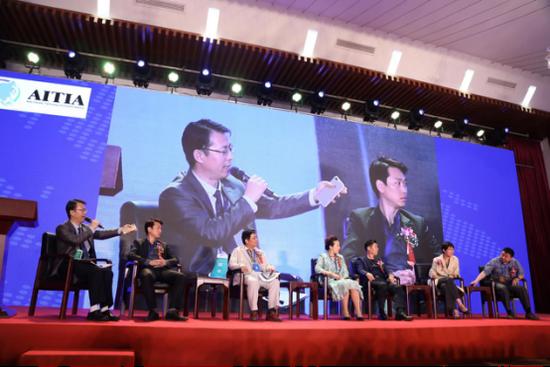 左起:王风和、朴乾华、陈小平、唐钎湙、王泳橙、马莹秀、白云帆