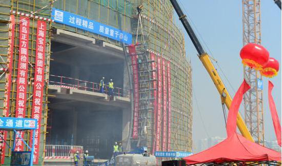 青岛万达东方影都国际秀场主体结构封顶仪式圆满举行!