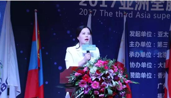 亚洲全脑超体锦标赛中国区总裁判长许竞之女士就锦标赛制度、比赛项目进行重要发言