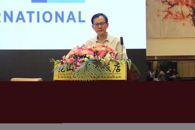 北京航空航天大学交通科学与工程学院院长邓伟文教授(代李德毅院士)为本次大会致开幕辞