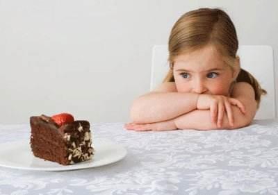 爱吃甜食的儿童时常因人工糖望而却步
