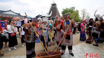28对新人体验壮乡民族传统婚俗