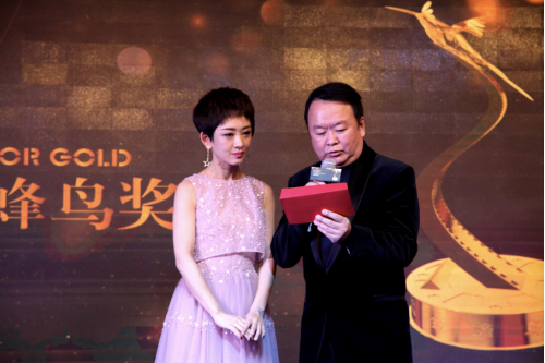 著名导演高希希宣读微电影获奖名单