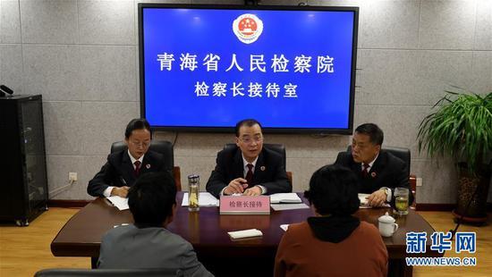 青海省人民检察院检察长接待日现场。新华社记者 韩方方 摄