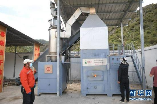 青海黄南藏族自治州首个乡村垃圾焚烧炉点火运行