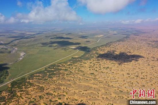 图为航拍黄沙头沙漠治理实验区。 马铭言 摄