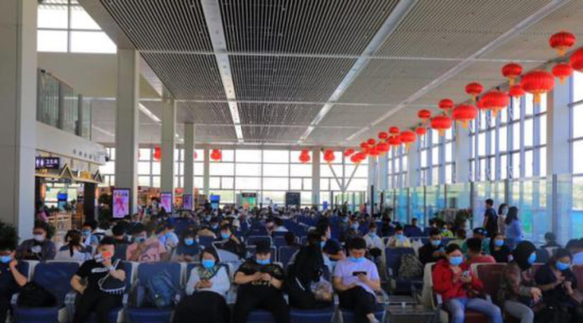 青藏高原最大国际民用机场单日旅客量突破2万人次