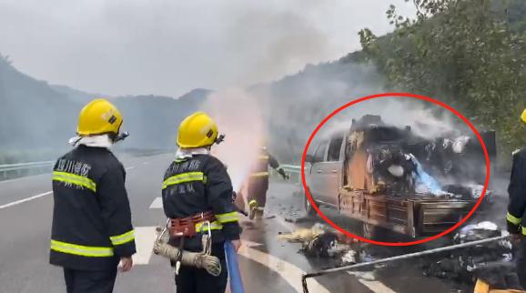 """泸州一载货车在高速发生自燃 这些物品成""""罪魁祸首"""""""
