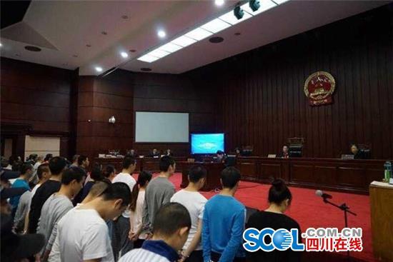 成都公诉特大跨境电信诈骗案:开庭开了3天被告多达44人