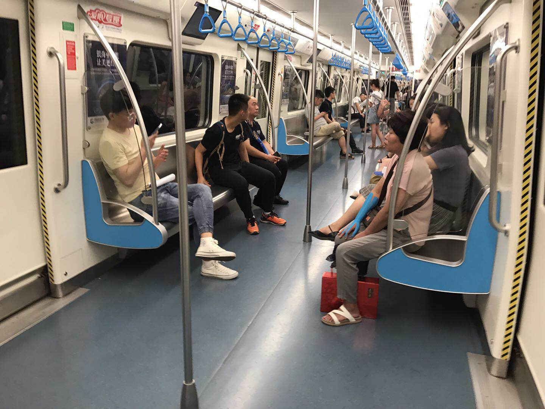 上海地铁:明起禁止电子设备外放 看到外放行为会劝阻
