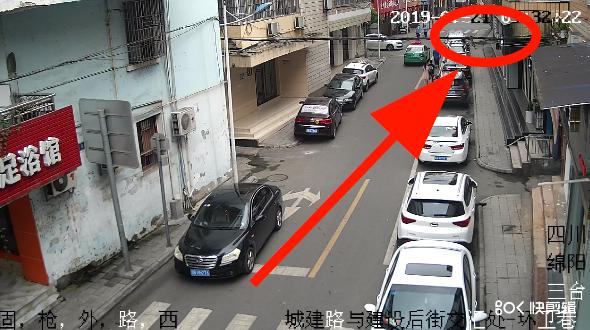 小孩横穿马路引发交通事故到底谁负责 交警部门这样说