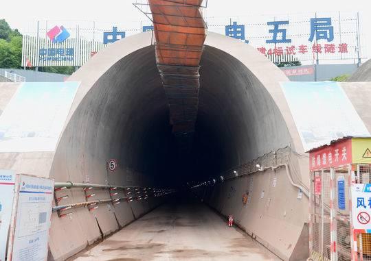 探秘成都地铁首条洞通的高瓦斯隧道:进洞施工须穿防静电服