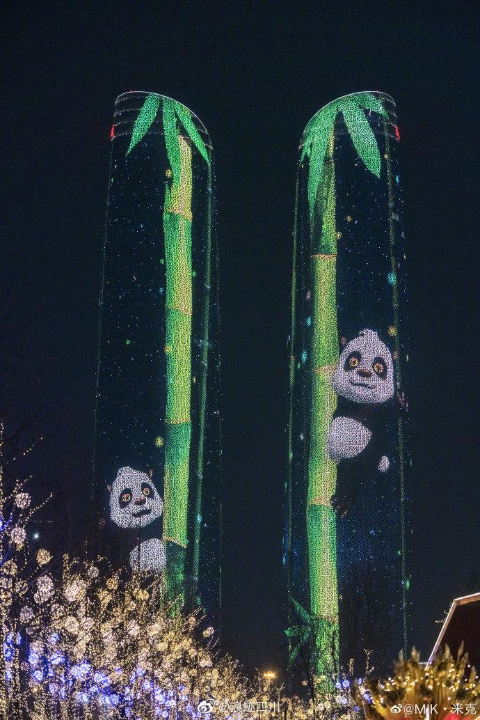成都:金融城双子塔灯光秀