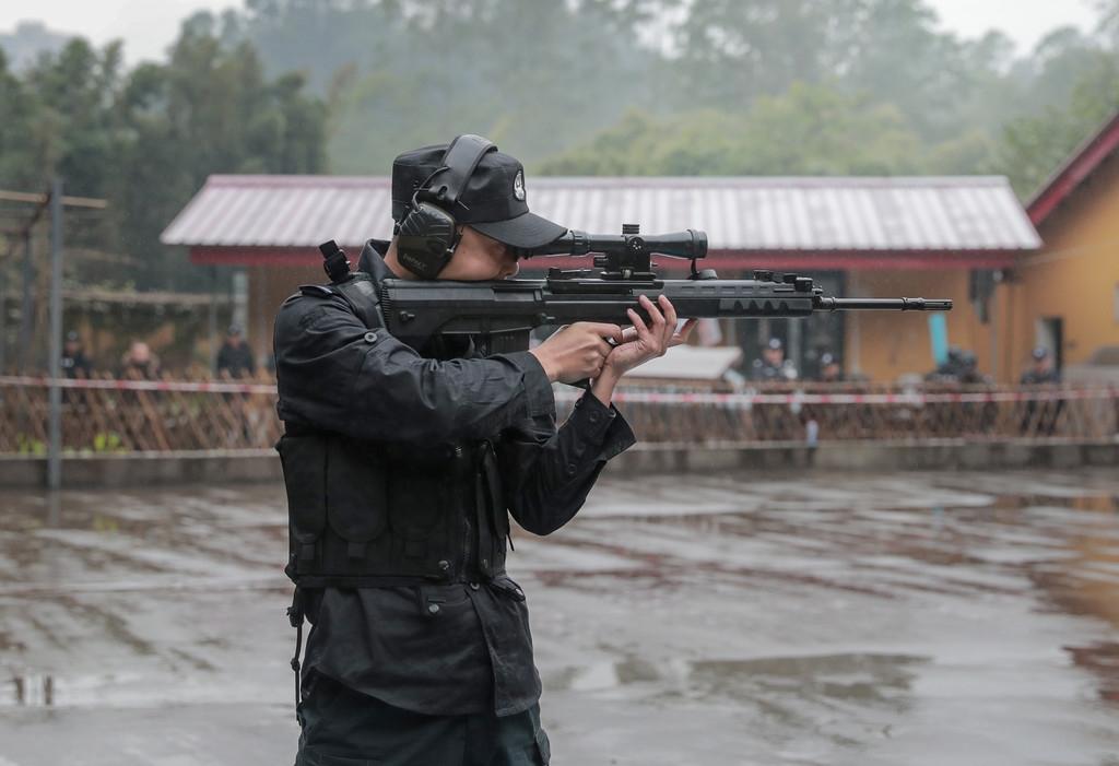 真枪实弹 乐山全市公安特警比武增加狙击枪精准射击项目