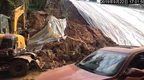 绵阳科学城隧道出口道路边坡再次出现垮塌