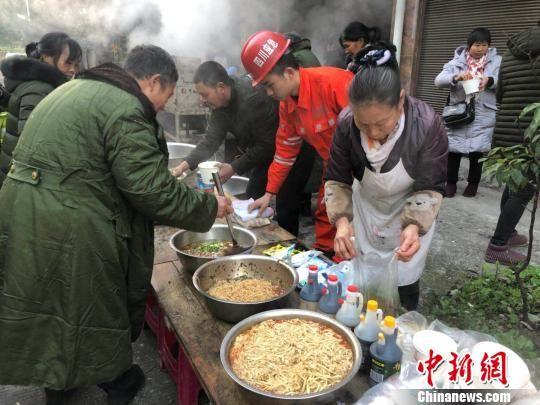 四川兴文震中清晨:红油辣子面开启新的一天