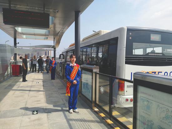 成都快速公交扩容 凤凰山快速公交K3线将开行