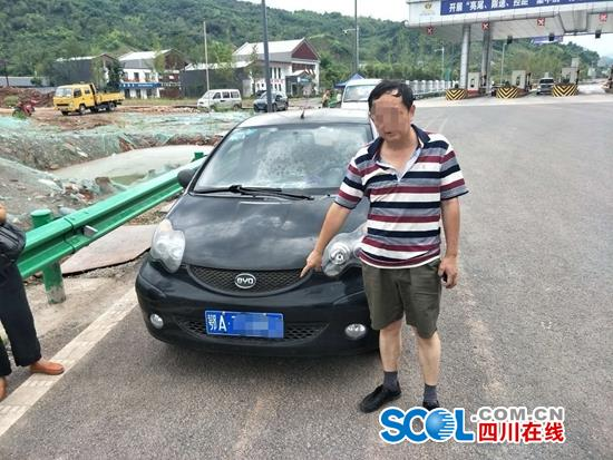 司机雅康高速上突然调头逆行 险酿车祸