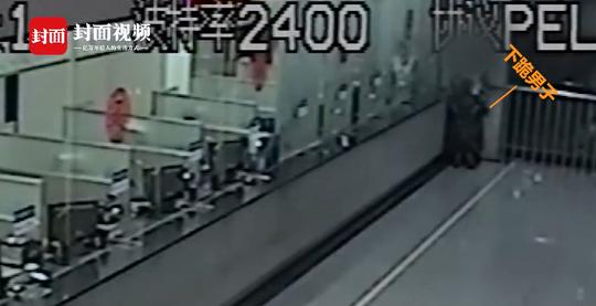 南充小夫妻火车站里吵架 男子反复下跪还被扇耳光