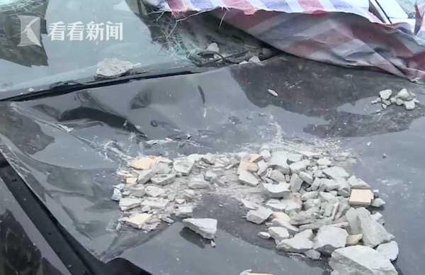 视频|小区外墙脱落下碎石雨 50万新宝马被砸到报废
