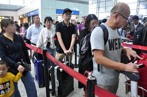中秋假期成都机场预计日均送客7.1万人次 不会一票难求
