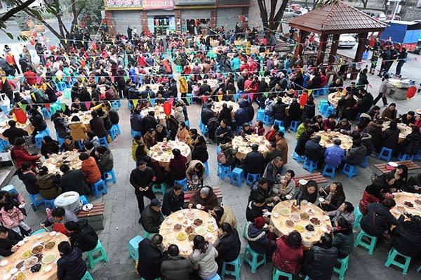 乐山小区业委会要请大家吃顿团年饭 用公共收益引争议