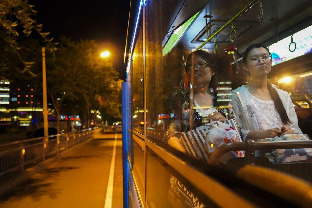 23日起成都新开9条夜间公交 最晚凌晨1点收车经过你家不
