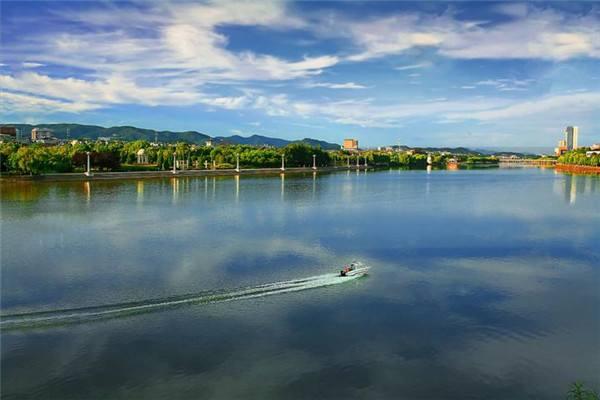 1-4月四川流域水质持续改善 87个国考断面72个优良