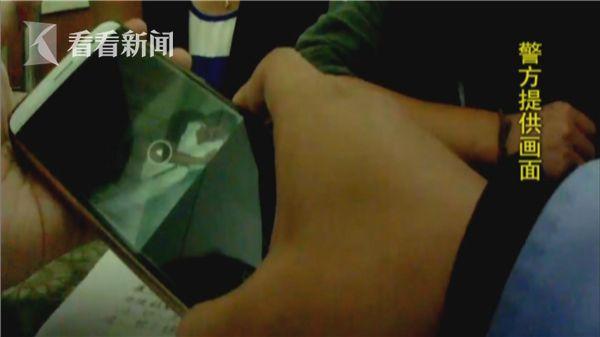 云南女大学生坐火车遇咸猪手 熟睡时被猥琐男摸醒