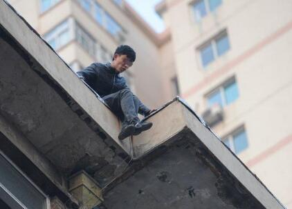 广东12岁男孩沉迷王者荣耀 手机被夺欲跳楼获救