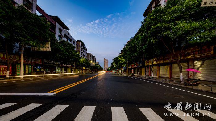 峨眉主城区31条道路改造竣工 海绵城市雏形初具
