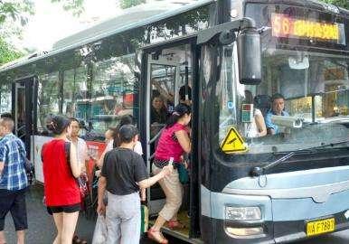 成都将启动新一轮公交线网优化 国庆后将推3-4条高峰快线
