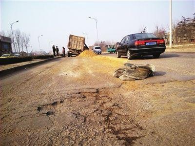 下坡路逆向推车 运砂工被撞身亡将承担责任