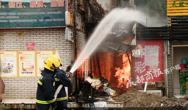 误锯天然气管道 德阳一彩票店被烧光4人受伤