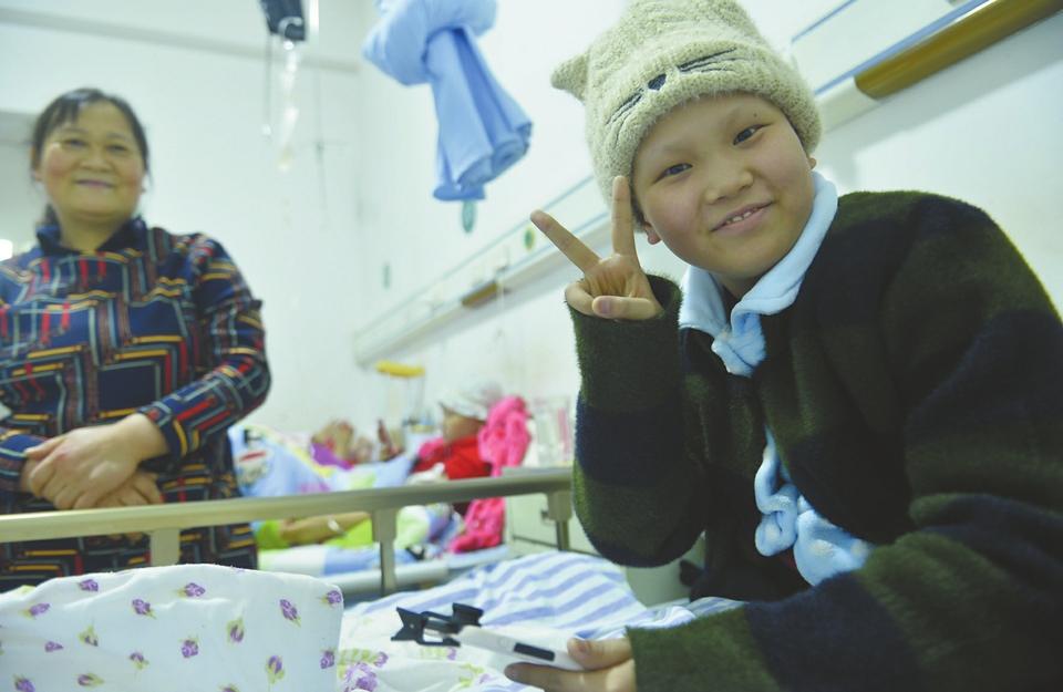 笑对病魔 四川00后抗癌女孩病中录下235个搞笑视频