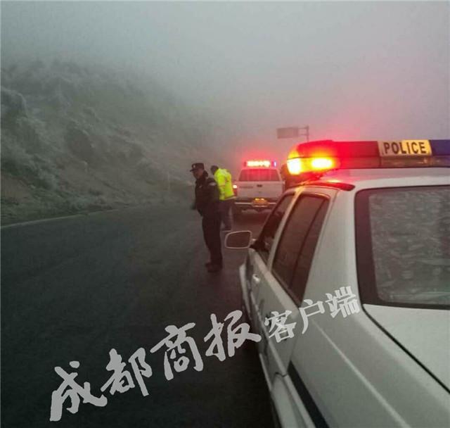 凉山多地下雪道路结冰 冕宁、昭觉等发生多起交通事故