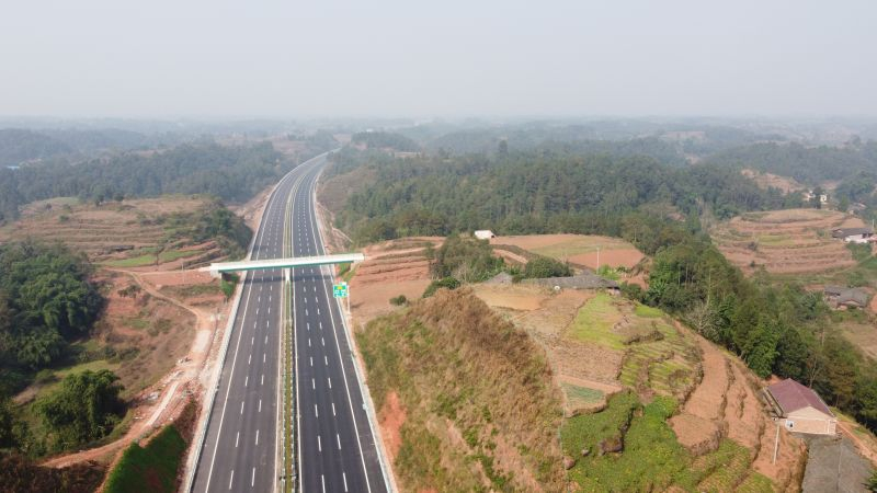 成宜高速宜宾段主线路面铺筑完成