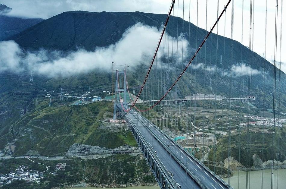 雅康高速川藏第一桥完成桥面施工 具备通车能力