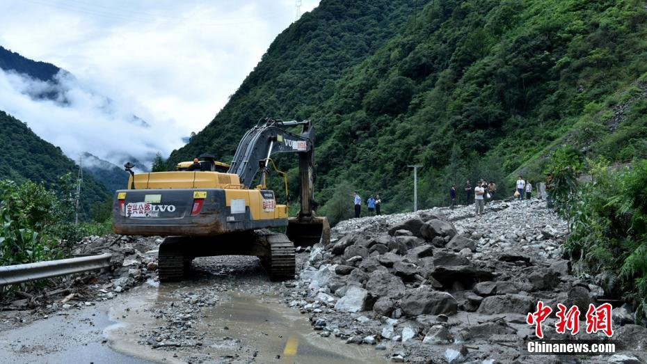暴雨袭击四川雅安致1人死亡2万多人转移