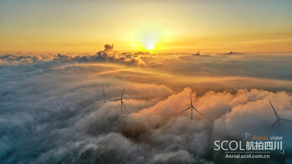 航拍云端上的古蔺风电场:日出+云海美到极致