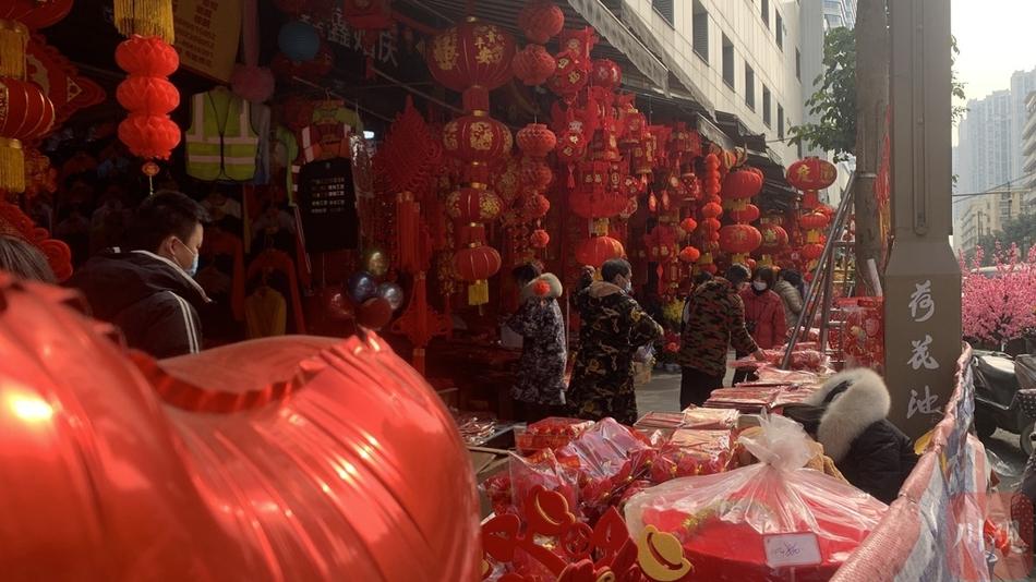 灯笼挂起来,福字贴起来 春节将至成都年味浓
