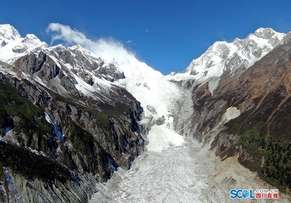 甘孜州海螺沟冰川景色迷人