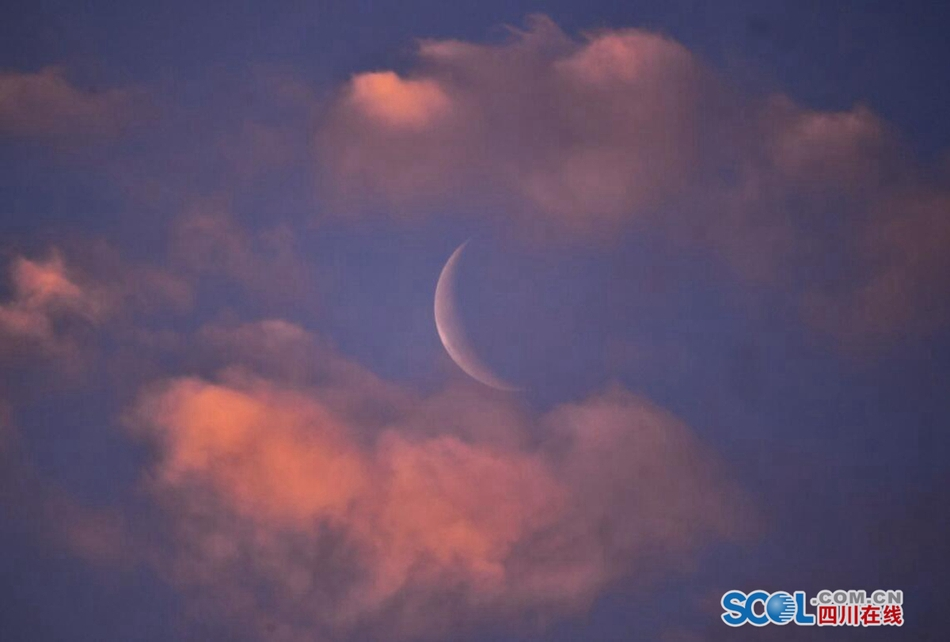 广安上演彩云追月 炫目美景让人沉醉